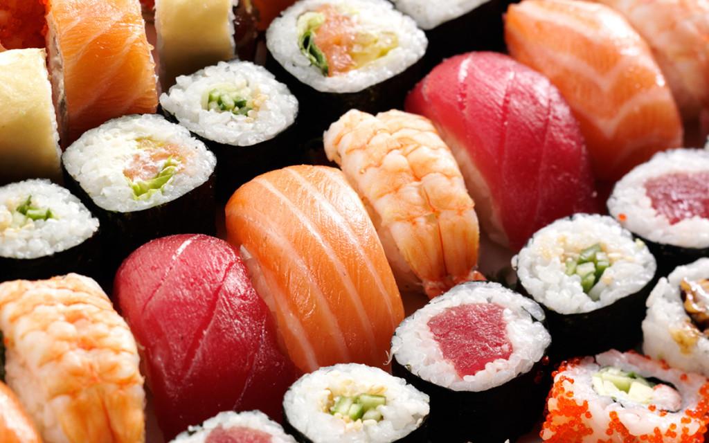 naked-sushi-gola-hostessa-z-ciala