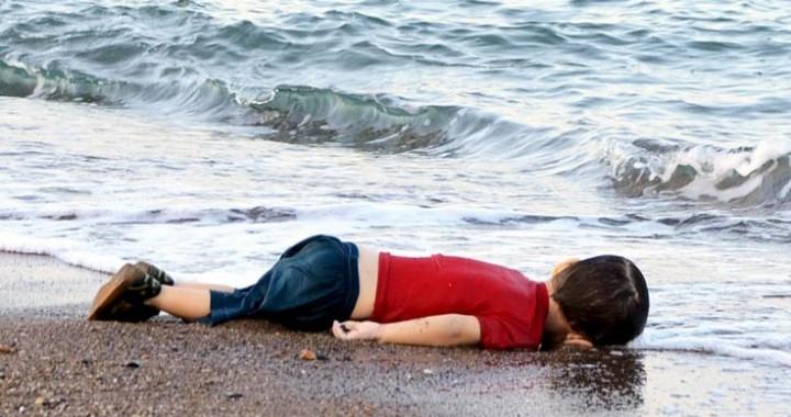 syryjski chłopiec na tureckiej plazy utopiony